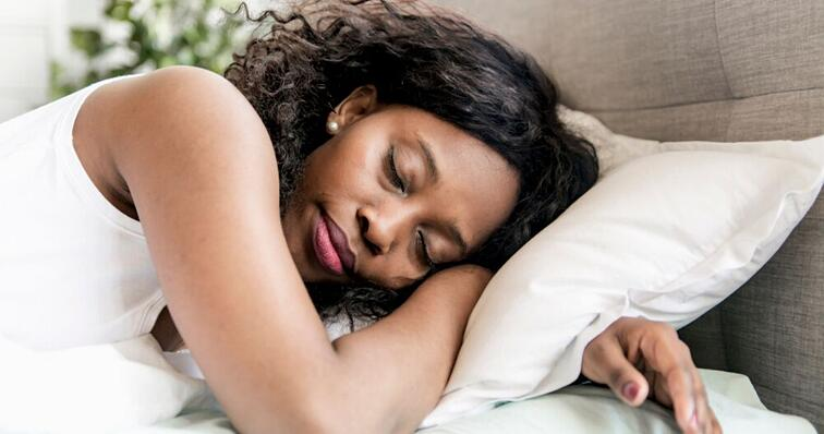 woman of color sleeping comfortably in her hairpiece