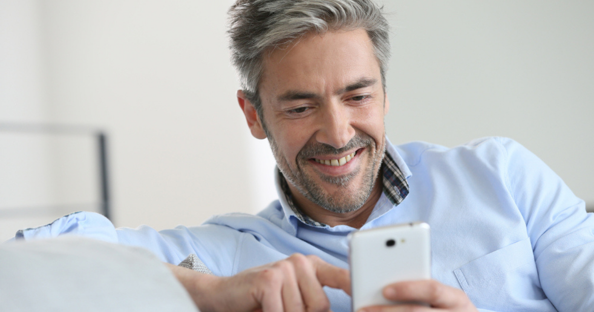 Man buying hair online from his phone instead of going to a hair studio